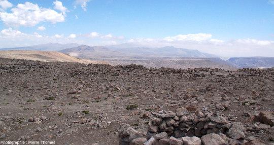 Vue prise en arrivant sur l'Altiplano en montant depuis la haute vallée de la Colca, Pérou