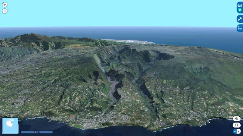 """Zoom sur les deux vallées """"jumelles"""" de la rivière des Remparts (à gauche) et de la rivière Langevin (à droite)"""