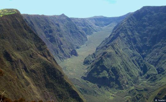 Vue sur l'amont de la rivière des Remparts, ile de La Réunion, vue prise en direction du Nord