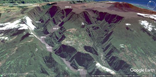 Vue aérienne, datant de 2017, des 10km amont de l'éboulement de Mahavel, La Réunion