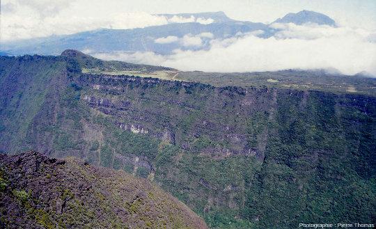 Vue d'ensemble sur le Nez de Bœuf, ile de La Réunion