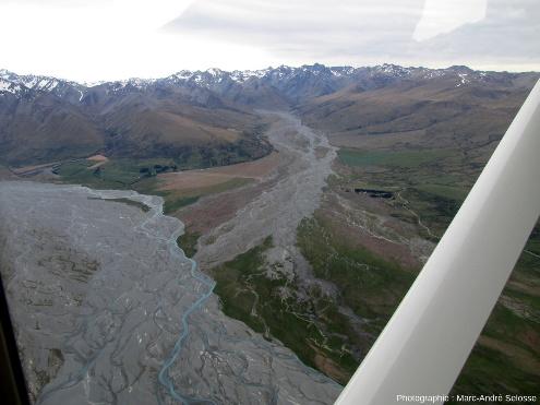 Confluence entre la Godley River, à gauche, et la Macaulay River, à droite