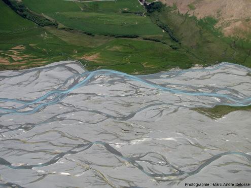 En remontant la Godley River, Alpes du Sud, Nouvelle-Zélande