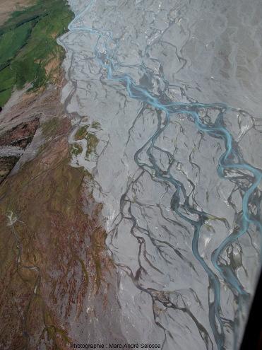 Chenaux en tresses, Godley River, Alpes du Sud, Nouvelle-Zélande