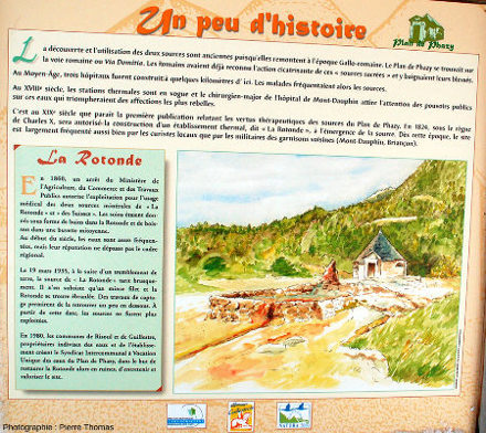 Panneau expliquant l'histoire du site des sources du Plan de Phazy, Hautes-Alpes