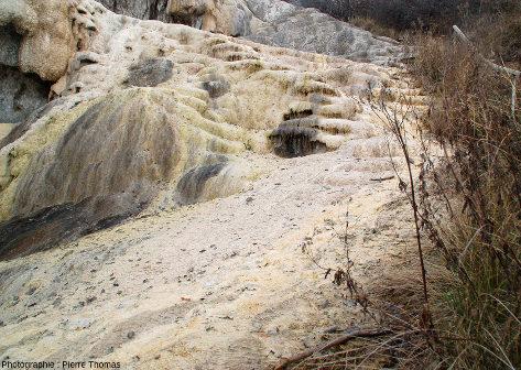 Zoom sur le bas de l'écoulement de la figure précédente, source de Réotier (Hautes-Alpes)