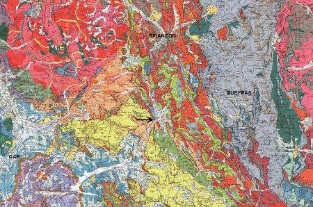Localisation de la source de Réotier (flèche noire) sur un extrait de la carte géologique de Gap à 1/250000