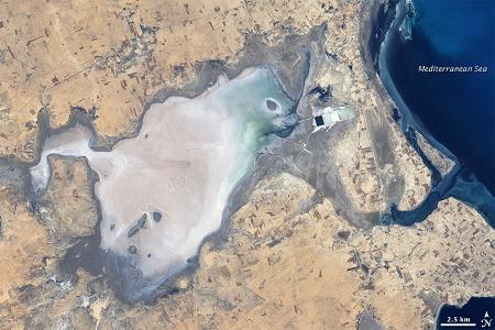 Un possible équivalent actuel (à très petite échelle) de l'environnement de dépôt des Marnes Irisées du Keuper