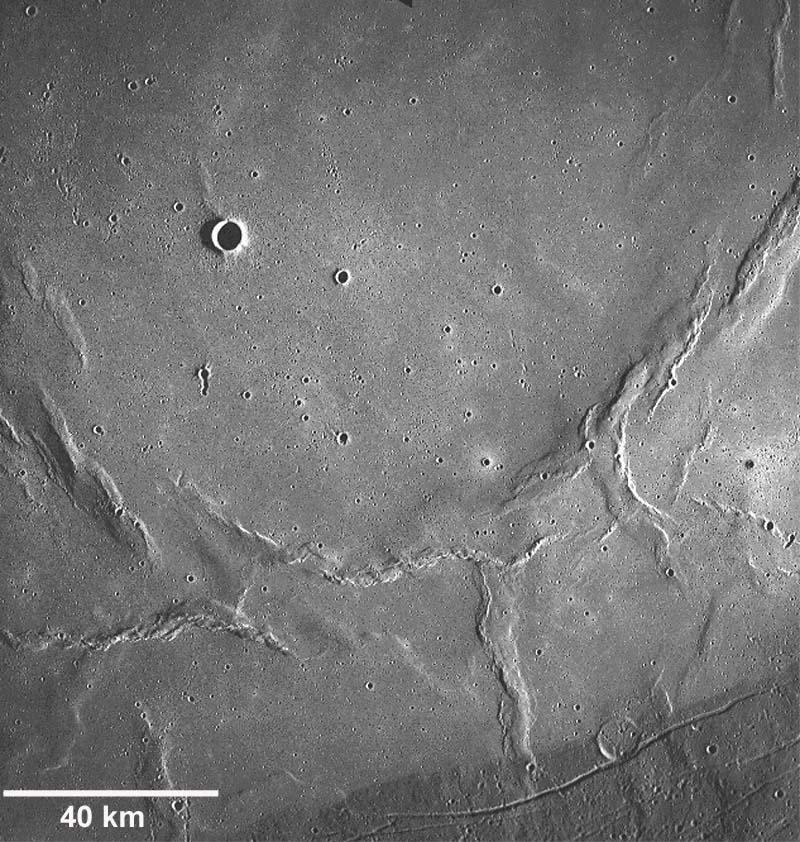 Structures compressives lunaires photographiées par Apollo 17 (en 1972)