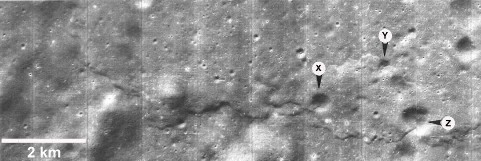 Escarpement lunaire dû à une compression affectant un continent (1966)