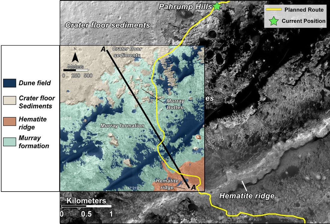 Superposition de 2 document montrant (1) une photo satellite avec le trajet prévu de Curiosity pour les mois qui viennent à partir de Parrump Hills et (2) la carte géologique (d'une partie seulement) de ce secteur