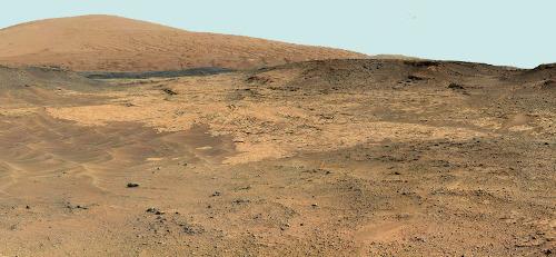 Vue globale d'un affleurement constitué de roches très claires dans le secteur des Pahrump Hills, sol 752