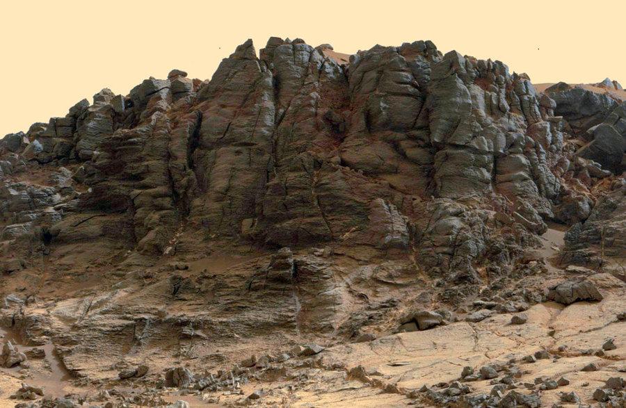 Zoom sur la partie centrale du Salsberry Peak, sol 844