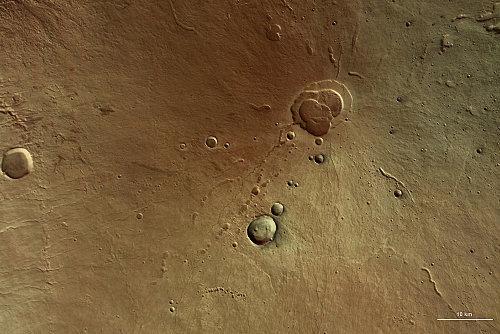 Détail de la région sommitale d'Hecates Tholus, avec sa caldeira