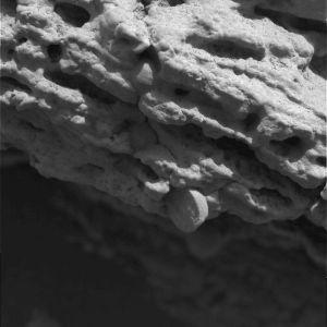 """Détail de la structure du rocher stone mountain observé avec le """"microscope"""" d'Opportunity"""