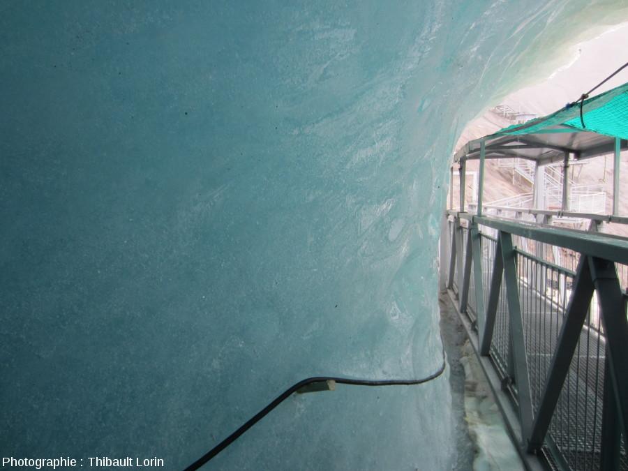 Intérieur du glacier à l'entrée de la Grotte de glace