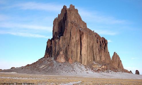 Tsé Bit'a'í (en langue navajo) ou Shiprock (en anglais)
