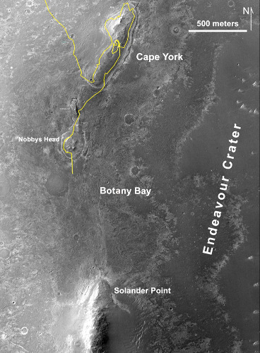 L'objectif d'Opportunity depuis qu'il a quitté Matijevic Hill au centre de Cape York: Solander Point (situation le 27 juin 2013)