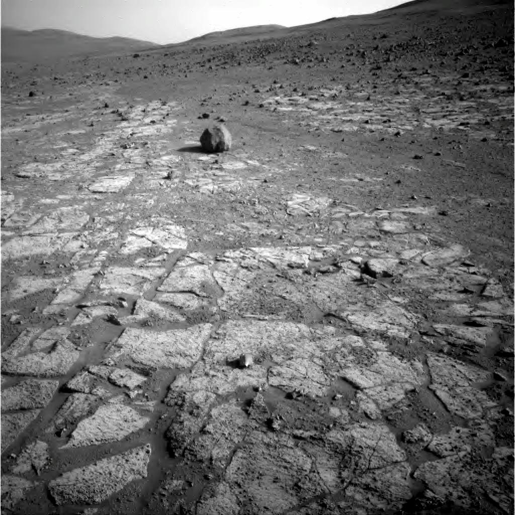 Sol 3392, gros plan sur les terrains clairs et leur structure bien connue depuis 2004