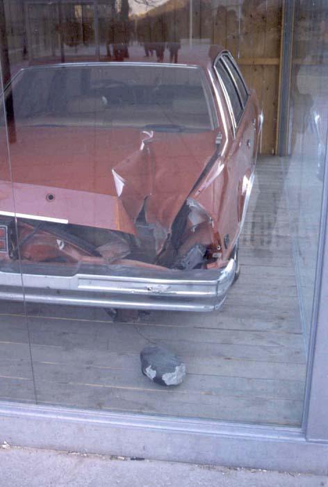 Un des fragments de la météorite de Peekskill, tombé sur une voiture