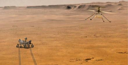 Vue d'artiste du drone Ingenuity en vol sur Mars, observé à bonne distance par Perseverance