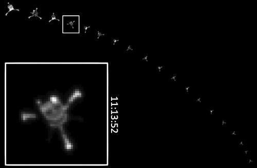 """Animation de l'ESA montrant une mosaïque de 19 photos prise par la caméra OSIRIS de Rosetta pendant la """"descente"""" de Philae vers 67P/CG"""