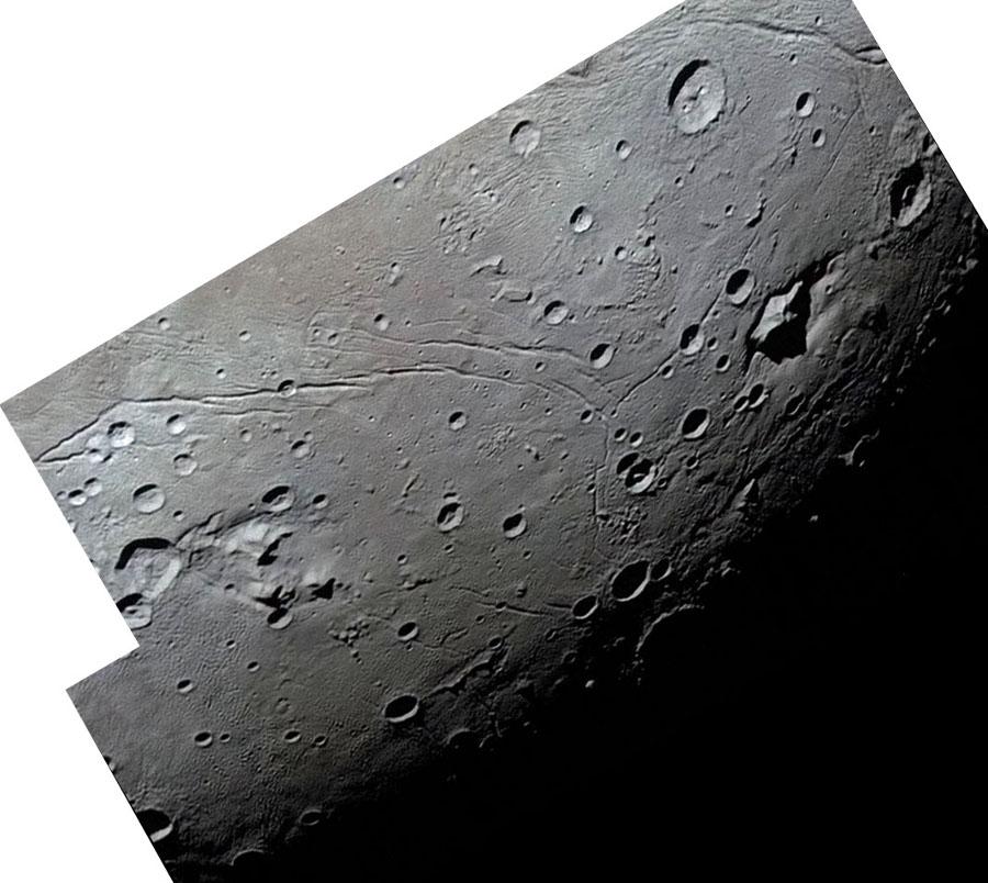 Gros plan sur le terminateur de Charon