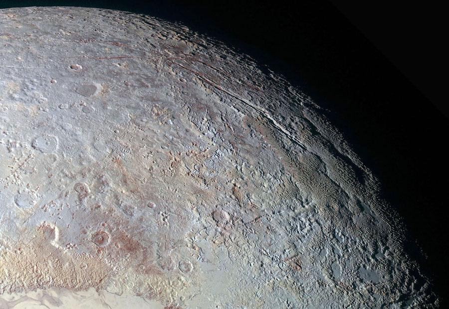 Vue d'ensemble de Tartarus Dorsa (en haut à droite de l'image globale de Pluton)