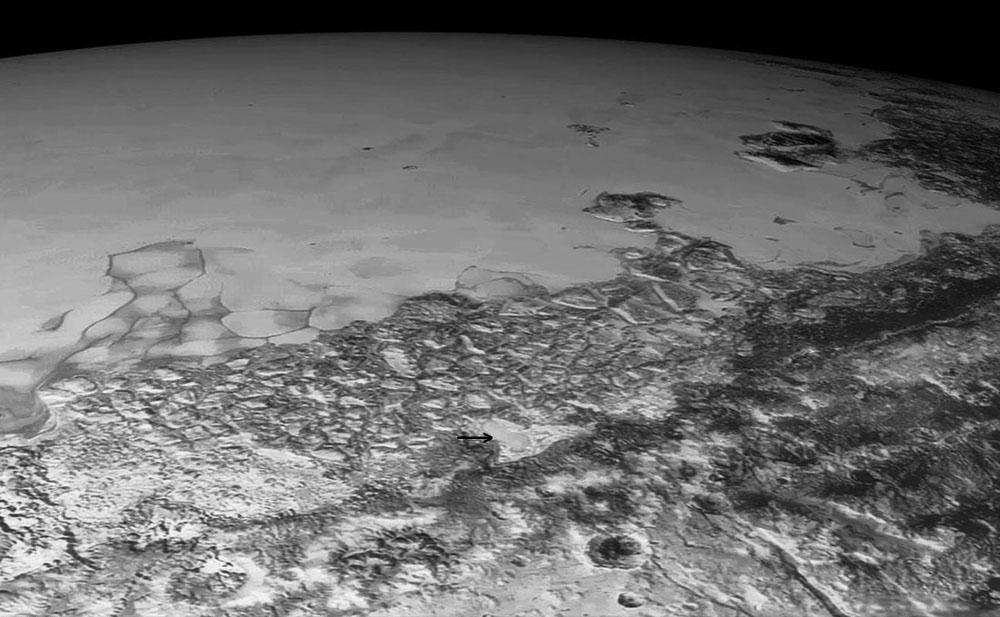 Vue oblique sur l'Ouest de Sputnik Planum (centre de l'image globale de Pluton)