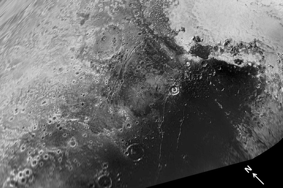"""Zoom sur Cthulhu Regio, Viking Terra, leurs """"graben"""", appelés fossae et quelques autres """"failles"""""""