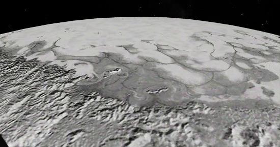 """Zoom oblique sur les plus belles figures de fluage de la glace qui """"coule"""" vers l'observateur"""