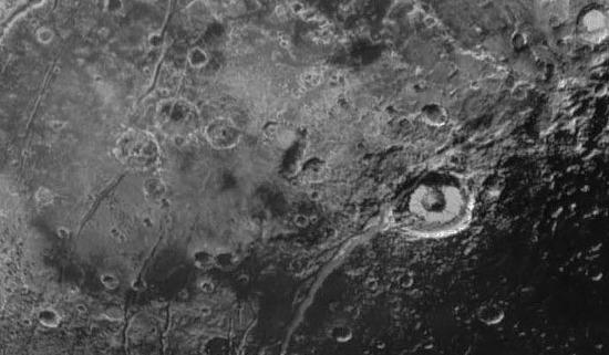 Zoom sur Elliot Crater, Virgil Fossa et ses grabens annexes, Pluton