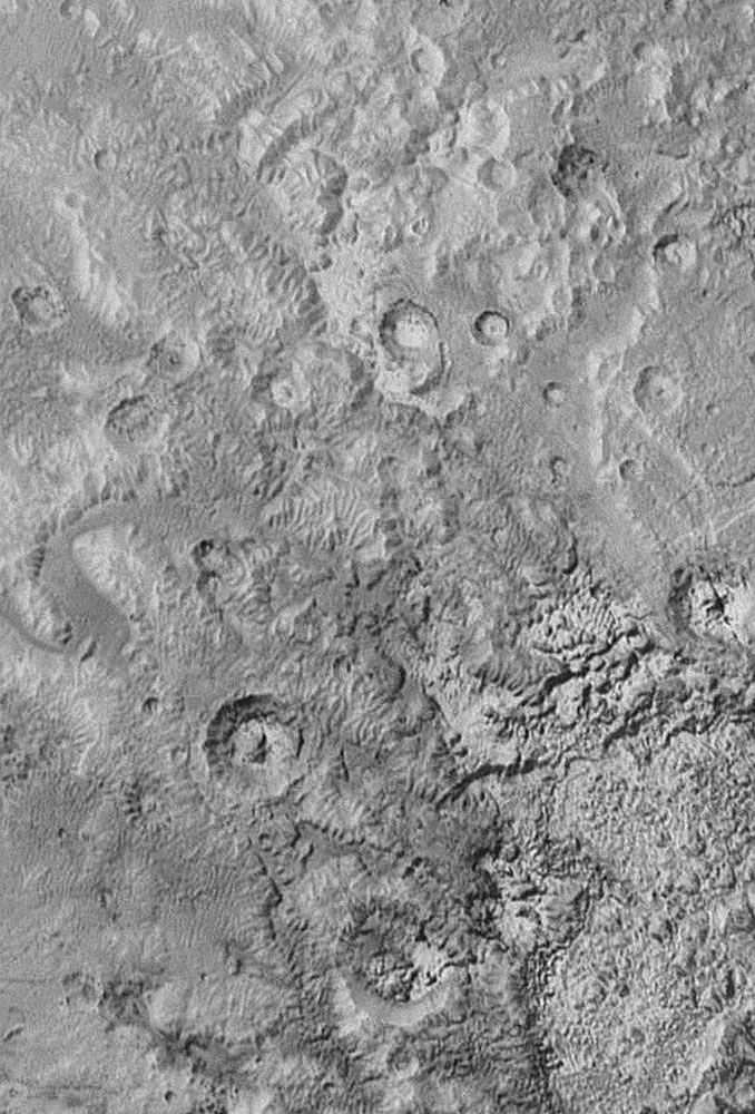 Région d'environ 300km de large présentant des éléments morphologiques étranges et inattendus