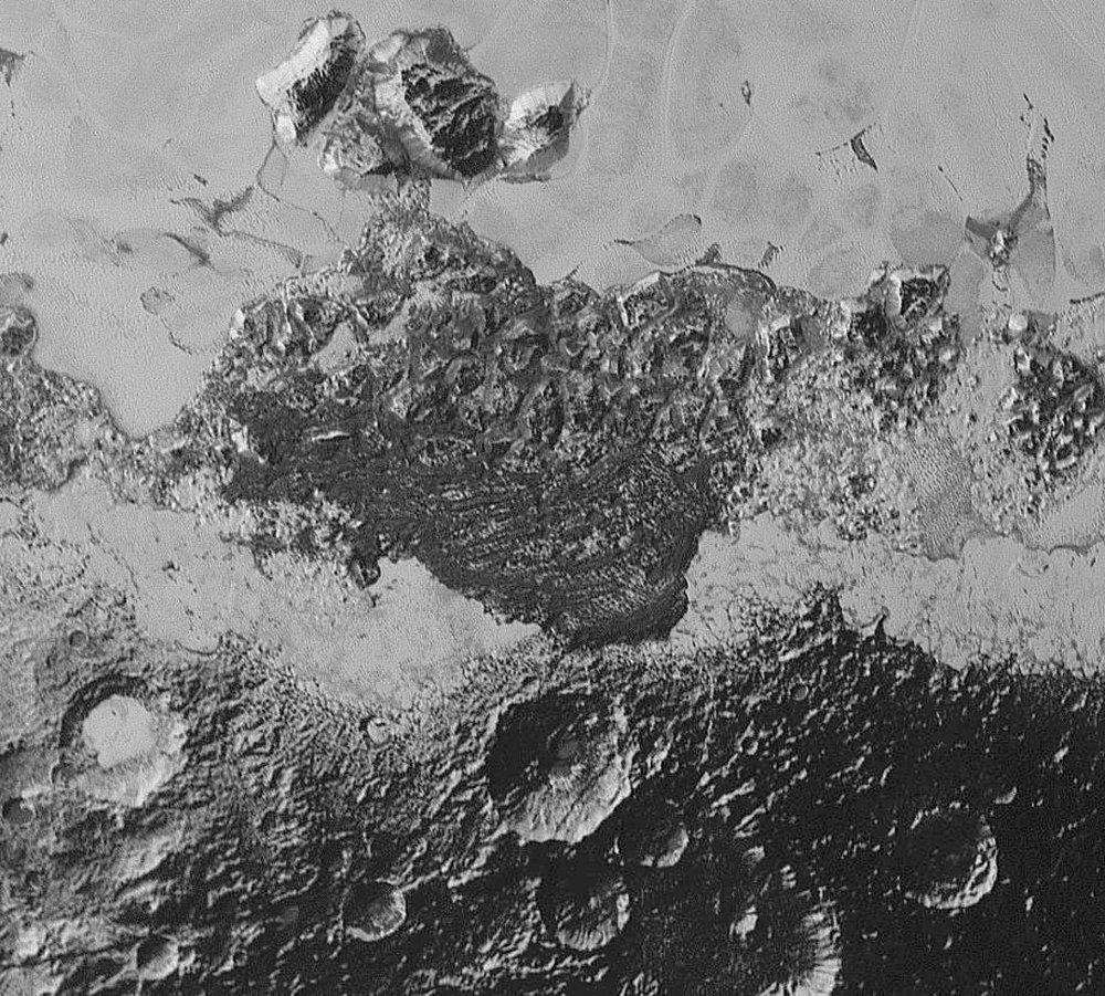 Région de 350km de large illustrant la grande variété des terrains entourant Spuntik Planum, Pluton