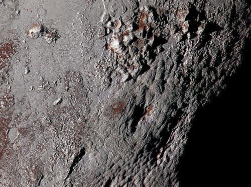 """Vue sur Wright Montes, une """"montagne"""" de Pluton"""
