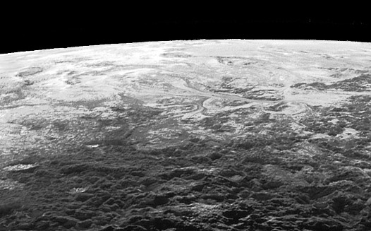 Vue oblique de la bordure Sud-Sud-Est de Sputnik Planitia, Pluton