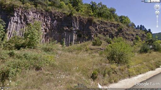 Juste avant Saint Arçon d'Allier, on voit ses premières orgues basaltiques en bord de route