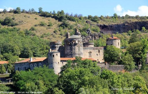 Saint Vidal et son château construit en basalte