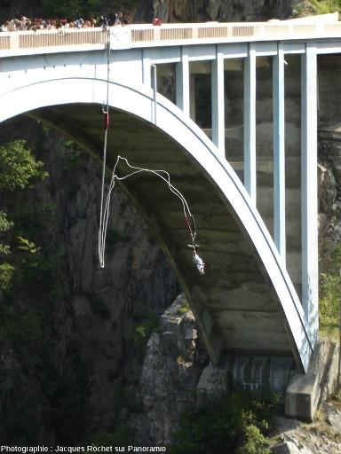 Saut à l'élastique depuis le pont de Ponsonnas