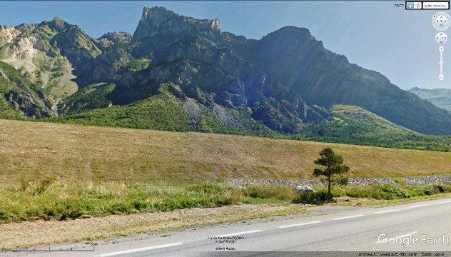 Quatre kilomètres avant d'arriver à Saintt Michel de Maurienne, on traverse le Chevauchement Pennique Frontal, et on rentre dans la zone briançonnaise sensu lato, et plus précisément dans la zone sub-briançonnaise