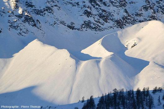 La moraine frontale d'un glacier qui n'a pas résisté au réchauffement climatique des cinquante dernières années, l'ancien glacier des Prés les Fonts