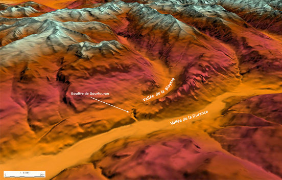 Carte topographique en 3D montrant la position de la gorge de raccordement, appelée gouffre de Gourfouran, entre les vallées de la Biaysse et de la Durance