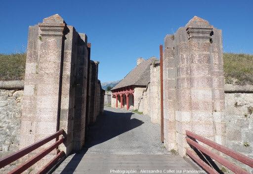 Fortification en marbre rose à Mont-Dauphin