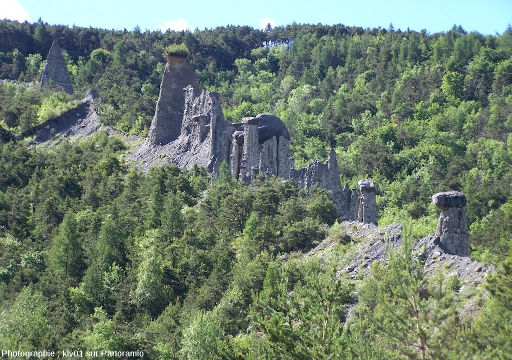 Les cheminées de fée du bord du lac de Serre-Ponçon