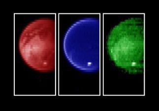 Trois images de Titan, prises respectivement (de gauche à droite) à 2, 2,8 et 5 microns de longueur d'onde