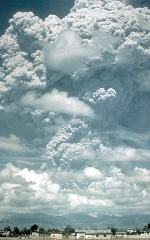 Éruption du Mont Pinatubo, Philippines, le 12 juin 1991.