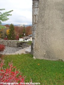 Repère de nivellement de l'église de Saint Jean de Tholome