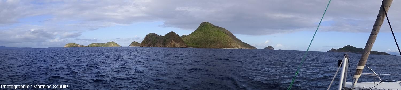 Vue panoramique de Terre-de-Haut des Saintes depuis Terre-de-Bas