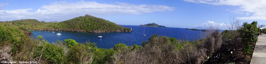 Vue panoramique de la côte Sud-Est de Terre-de-Bas