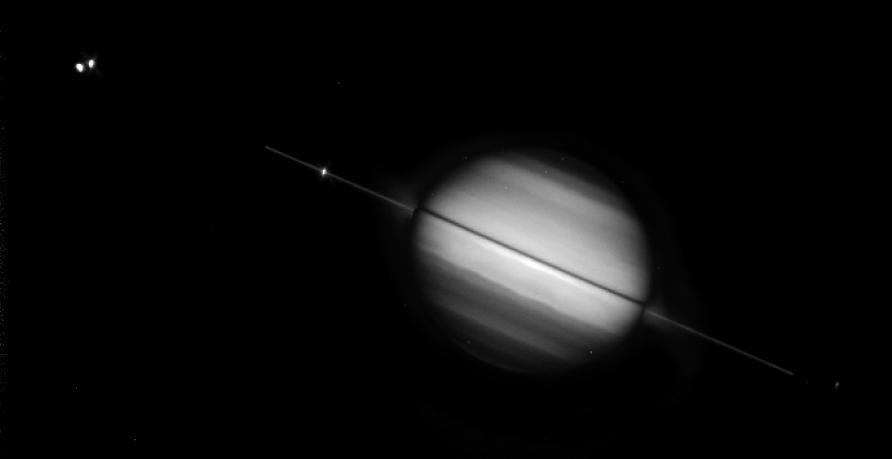 Les anneaux de Saturne vus par la tranche (cliché HSP, 10 août 1995)